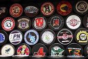 Vloni dodával valašský Gufex puky na hokejový šampionát v Rusku (na snímku), rok předtím u nás.