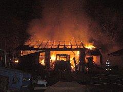 Požár zničil stodolu u rodinného domku v Jarcové.