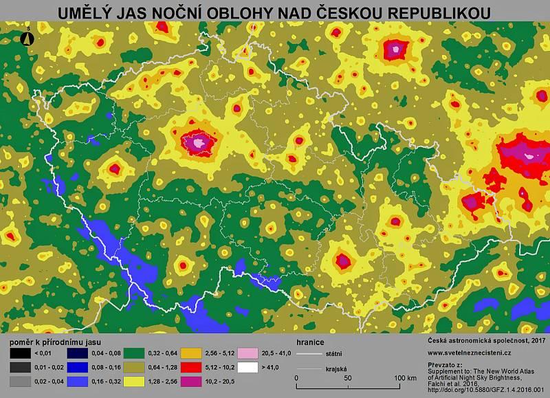 Mapa světelného znečištění Česka.