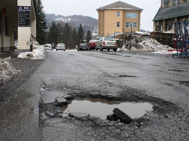 Nejhorší silnice ve Vsetíně jsou ve směru do areálu bývalé Zbrojovky.