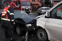 V pondělí ráno se v Rožnově pod Radhoštěm, Tylovicích srazilo osobní a dodávkové auto.