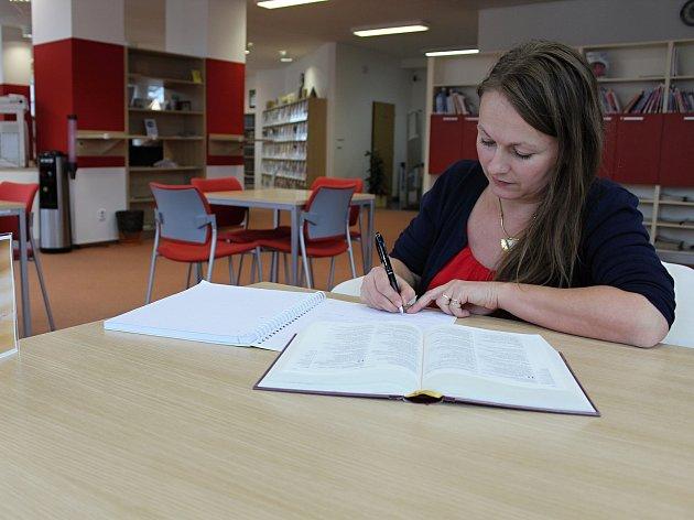 Součástí akce Dny Bible v knihovně, která se koná ve vsetínské Masarykově veřejné knihovně v týdnu od 20 - 24. listopadu 2017, je i přepis knihy. Svůj oblíbený verš přepsala i Jarmila Húšťová.