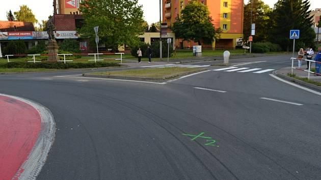 Policisté hledají svědky dopravní nehody, při které se v úterý 24. června 2014 vážně zranil cyklista.