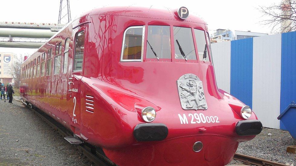 Motorový vůz M 290.002 známý jako Slovenská strela se dočkal v letech 2018-2020 opravy. Hnacího agregátu se ujala firma Mezopravna Vsetín. Vůz po dokončení před zkušení jízdou