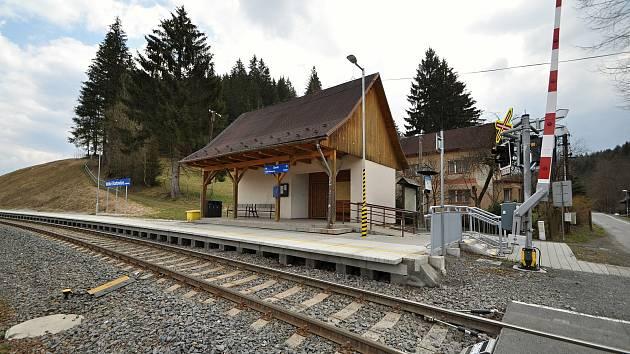 Velké Karlovice - vlaková zastávka.