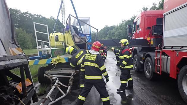 Dopravní nehoda kamionu omezila provoz na železnici u obce Zašová na Vsetínsku.