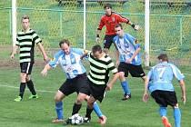 Kelečští Sršni (černožluté dresy) překvapili rezervu Karlovic a vyhráli venku 4:2.