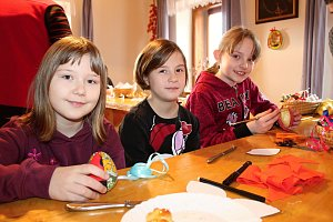 Děti z Francovy Lhoty si v pátek 23. března 2018 v místním Muzeu kardinála Trochty užily velikonoční tvoření. Pletly pomlázky, zdobily perníky či kraslice nebo pekly velikonoční pečivo.
