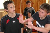 Ve Speciálních školách pro sluchově postižené ve Valašském Meziříčí se dnes uskutečnil projekt Pantomima – zkuste to s námi!