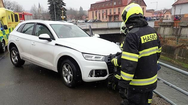 Autonehoda v obci Ratiboř na Vsetínsku, březen 2021.