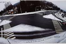 Nová kamera v Rožnově pod Radhoštěm zabere celou křižovatku u hotelu Eroplán.
