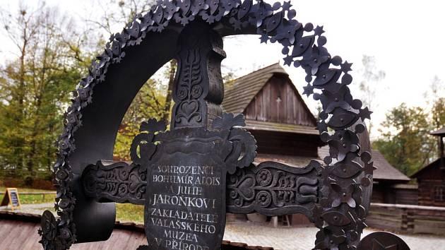 Sourozenci Bohumír, Alois a Julie Jaroňkovi, zakladatelé Valašského muzea v přírodě.