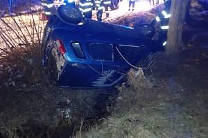 V Lidečku na Vsetínsku řidička havarovala na namrzlém místní komunikaci.