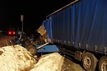 Srážka vlaku a kamionu se obešla naštěstí bez zranění