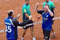 Nohejbalisté Vsetína (v modrém) v semifinále s Čelákovicemi