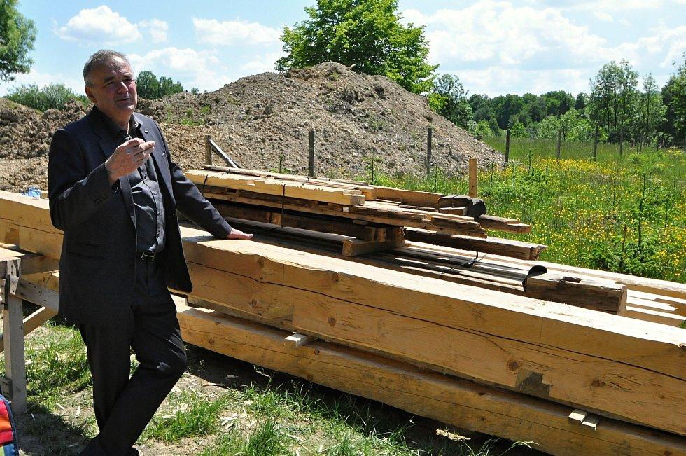 Ve Valašském muzeu v přírodě v Rožnově pod Radhoštěm budují nový areál zaměřený s názvem Kolibiska (na snímku technický náměstek skanzenu Milan Gesierich); červen 2021
