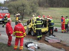Střet s kamionem řidič osobního vozidla nepřežil