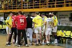 Extraligoví házenkáři Zubří (ve žlutém). Ilustrační foto.