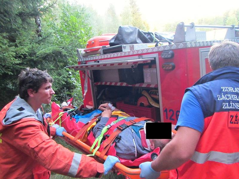 Zraněný horolezec byl přepraven vrtulníkem do nemocnice. Archivní foto.