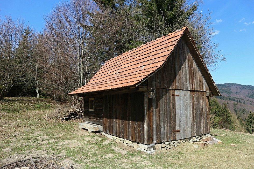 Tato sušárna se nachází v halenkovském údolí Lušová, v místě zvaném Na Starém.