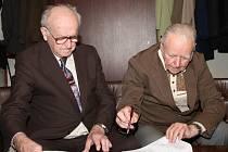 Odbojáře druhé světové války ze Vsetínska vyznamenal dnes v obřadní síni vsetínské radnice atašé generálního konzulátu Ruské federace v Brně Nikolaj Brjakin