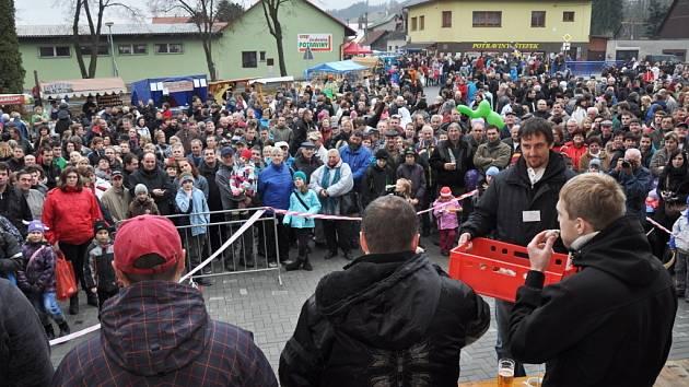 V Hovězí se v sobotu 24. listopadu 2012 uskutečnil Kateřinský jarmark. Tradičně byl bohatou přehlídkou lidových řemesel a folkloru. Zpestřila jej také oblíbená soutěž jedlíků v pojídání jitrnic v časovém limitu.