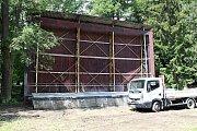 Venkovní areál v Brankách slouží pro potřeby letního kina už jen sporadicky. Obecní úřad plánuje jeho opravu.