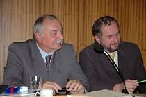 Místostarosta Jaromír Kudlík (vlevo) při zasedání vsetínského zastupitelstva