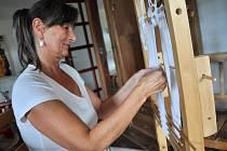 Držitelka titulu Nositel tradice lidové kultury Blanka Mikolajková z Huslenek. Zabývá se starou technikou pletení na rámu, jíž se říká krosienka.