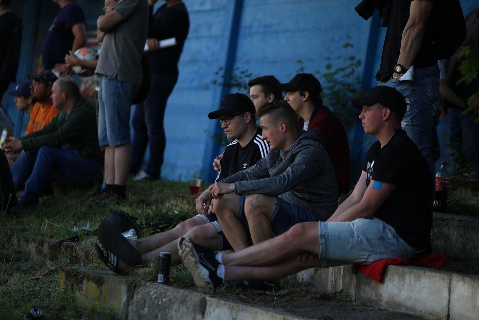 Zápas přilákal pozornost diváků.