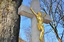 Ve Zděchově na Horním Vsacku dokončili v listopadu 2011 opravy dvou historických pískovcových křížů