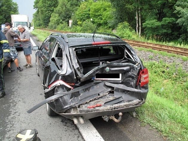 Řetězová dopravní nehoda u obce Zubří.