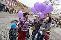 Lidé ve Vsetíně vypustili v pátek 4. prosince 2015 k nebi 145 balónků s přáními Ježíškovi.