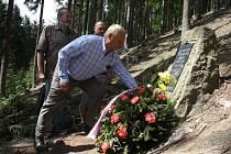 Partyzánský bunkr v Oznici obsadili lidé z okolních vesnic.