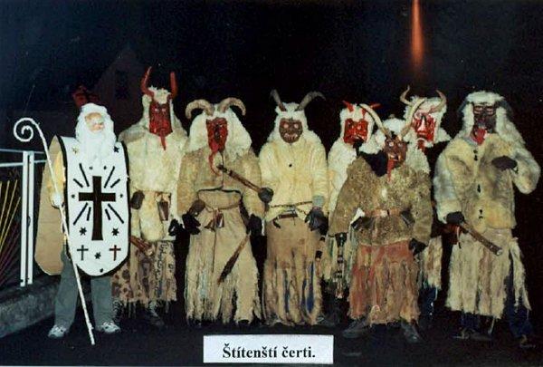 Čertovská družina ve Štítné.