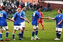 Fotbalisté Kelče jsou v parádním laufu. Minulý týden doma sestřelili Březnici (5:0) a tentokrát si přivezli všechny body zvenku. Vyhráli totiž v Loukách 4:2.