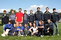 DALŠÍ ÚSPĚCH. Hasiči z Pržna jsou typickým soutěžním týmem. Dokázali to i loni na domácí půdě, kdy vybojovali hned čtyři poháry.