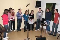 Ve středu (01.04.2009) večer zavítalo do KIC klubu ve Vsetíně alternativní folkjazzové hudební těleso s originálním repertoárem, které si říká Onen svět