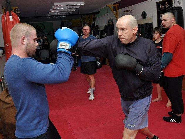 Členové oddílu bojových sportů Spartakus trénují v nových prostorách v budově Sokolovny ve Vsetíně