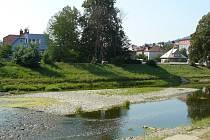 Horké a suché léto zapříčiňuje nízký stav vody v řekách. Ilustrační foto.