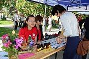 Stovky lidí přišly ve středu 17. května na oslavu pětadvacátého výročí Charity Vsetín.