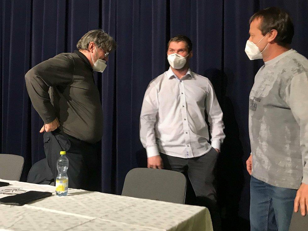 Třetí volební období povede kopanou na Vsetínsku Stanislav Volek. Zkušený 56letý funkcionář s přehledem ovládl čtvrteční volby OFS Vsetín.