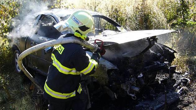 Po nehodě u Vsetína začal vůz hořet