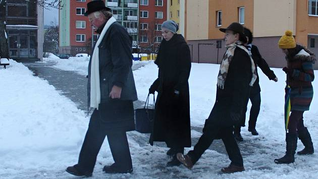 Na šedesát nadšenců se v sobotu 5. ledna 2019 sešlo na sranda akci s názvem Švihlá chůze. Pochodovali po vzoru komediální skupiny Monty Python po vsetínských sídlištích.