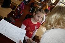 Ve čtvrtek dostávali vysvědčení také děti ze třídy 1.C na Základní škole Trávníky ve Vsetíně.