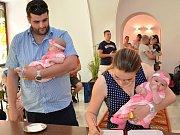 Natálie, Tereza, Sofie, Eliška, Nikola, Anna, Olga, Simon, Radim, Jan, Michael a Jan byly slavnostně přijaty do řad Meziříčanů. Vítání proběhlo ve středu 31. května odpoledne v obřadní síni městského úřadu.