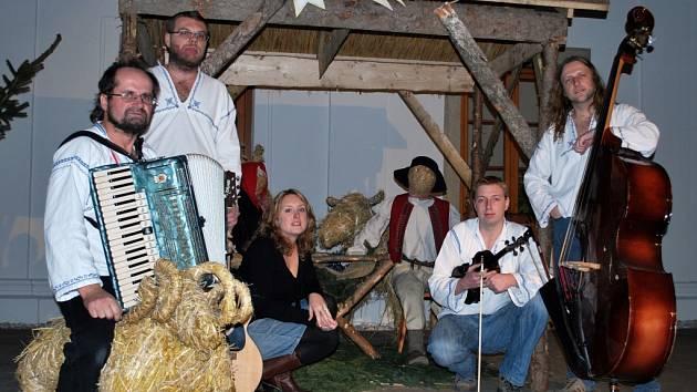 Kapela Dareband ze Vsetína pokřtí nové vánoční CD Upadla ně koleda.