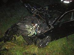 U Hovězí na Vsetínsku narazil v noci na středu 7. září 2016 vůz Škoda Superb do stromu u silnice. Nikdo se nezranil.