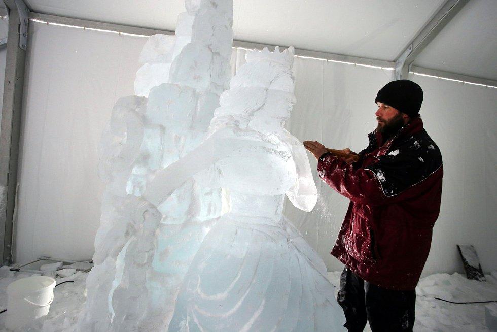 Ledové sochy 2019  Pustevny  Marián Maršálek    socha Princezna