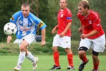 Fotbalisté Poličné (modrobílé dresy) měli zápas s Lidečkem dobře rozehraný a po poločase vedli 2:1. Hosté dokázali ve druhé půli vyrovnat. Oba týmy se tak rozešly smírně po výsledku 2:2.